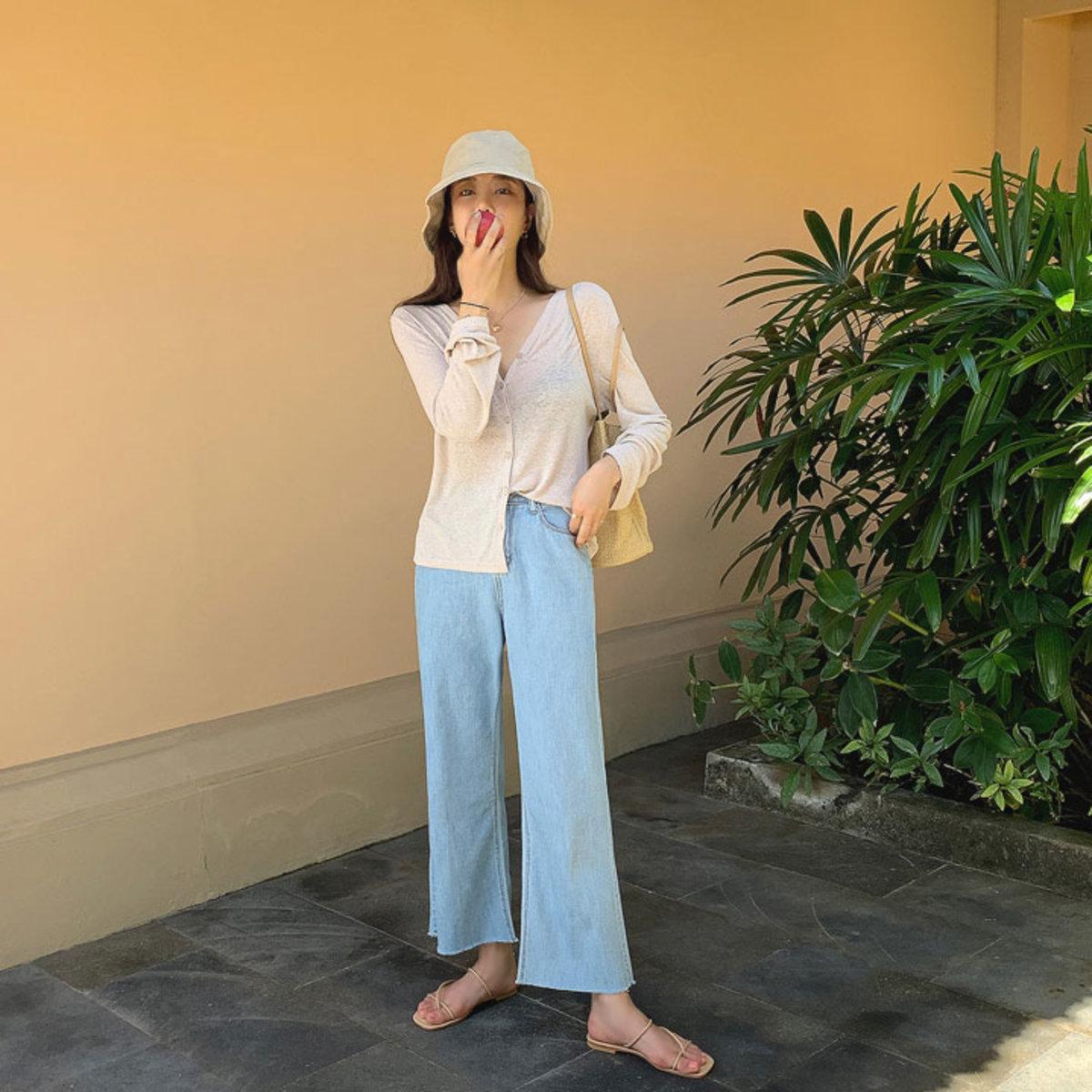 淺藍闊腳牛仔褲