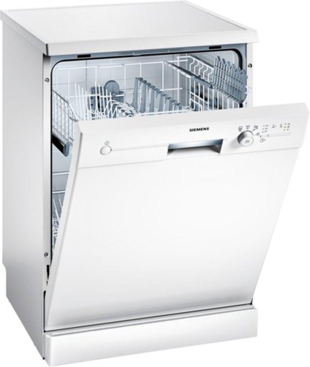iQ100 Freestanding dishwasher 60cm SN24D203EU