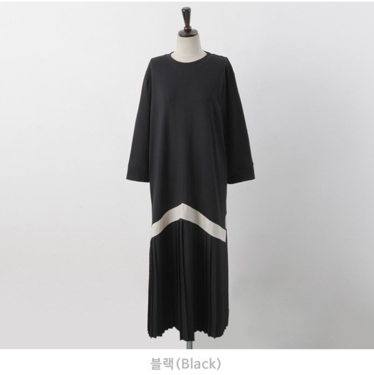 Line Color Loose Fit Pleated Dress