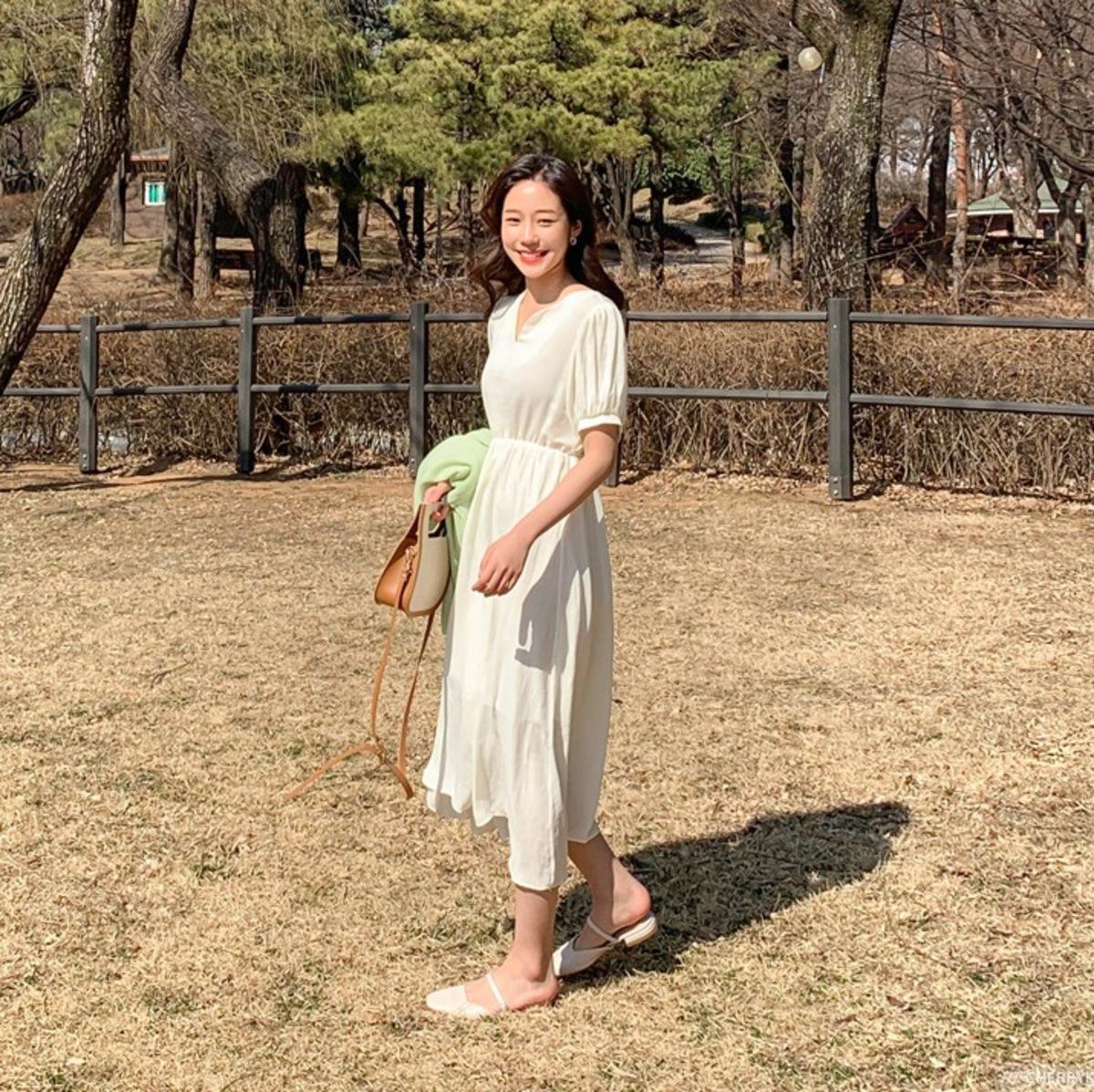 純色束腰連身裙