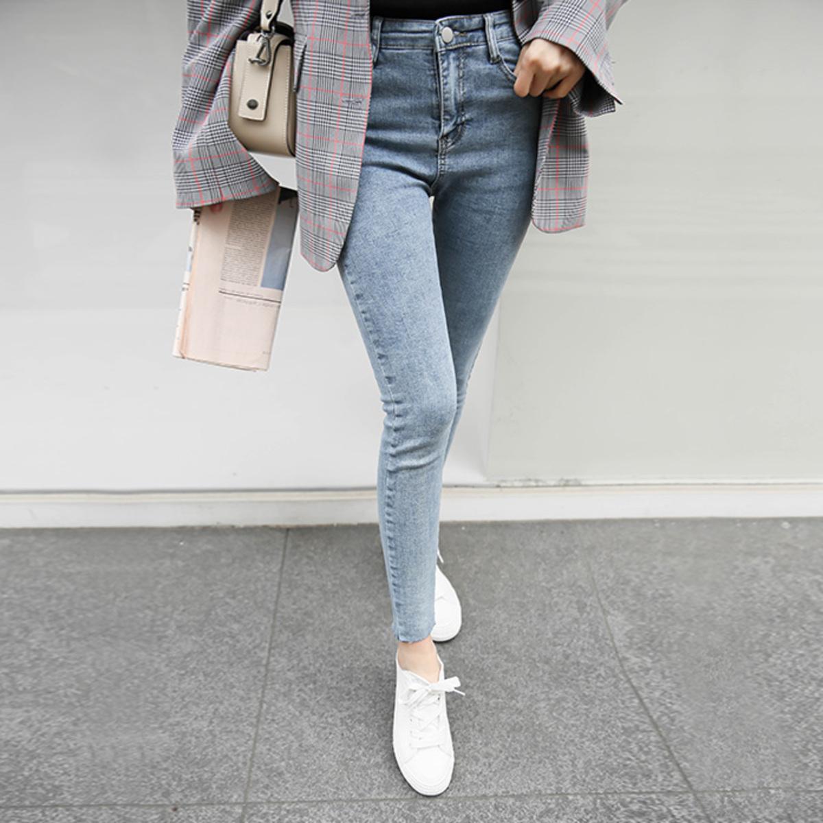 Faded Wash Raw Hem Skinny Jeans