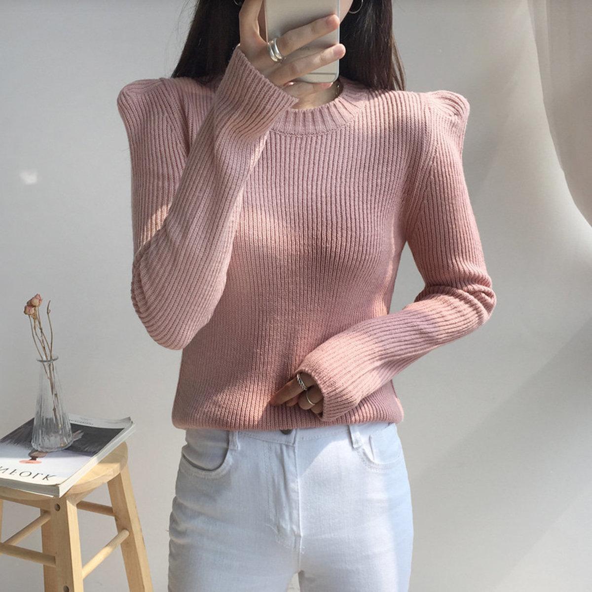 Edged Shoulder Round Knit