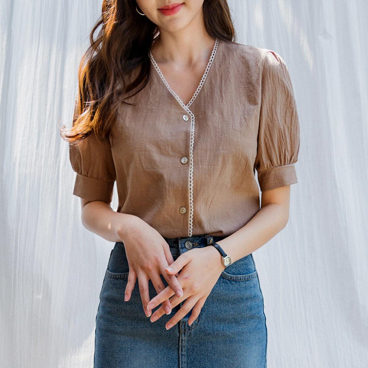 蕾絲V領鈕款襯衫