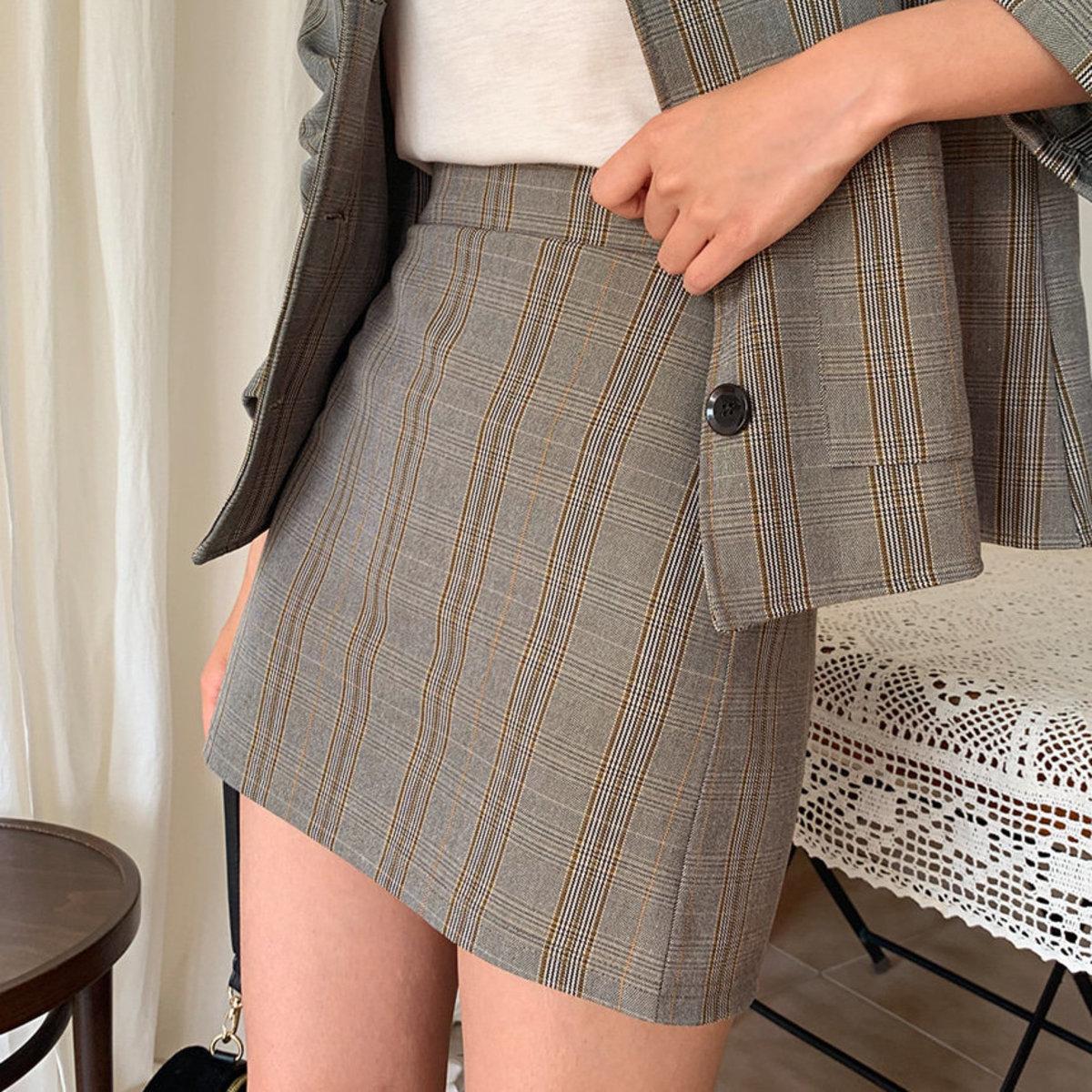 格紋短款半截裙