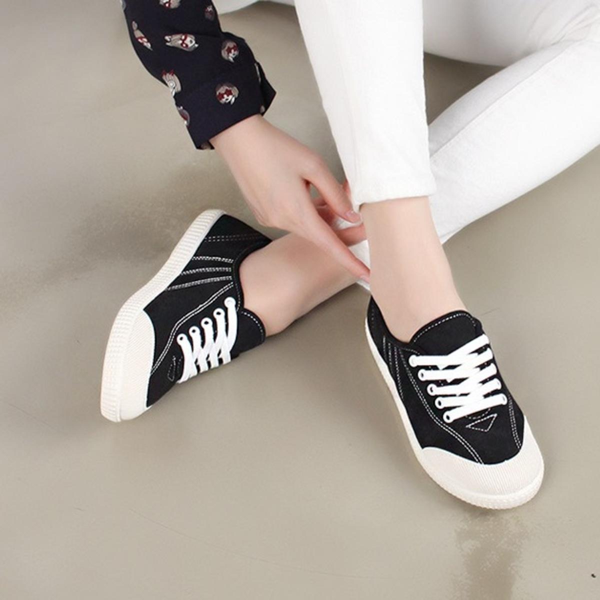 簡約輕便運動鞋