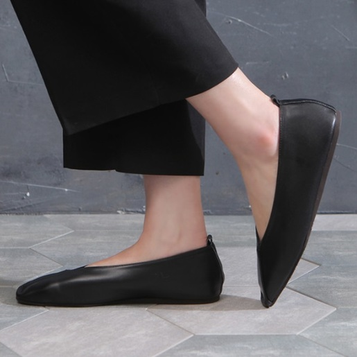 Diagonal Leather Flat shoes