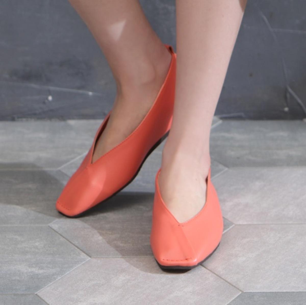 平頭拼接V口平底鞋