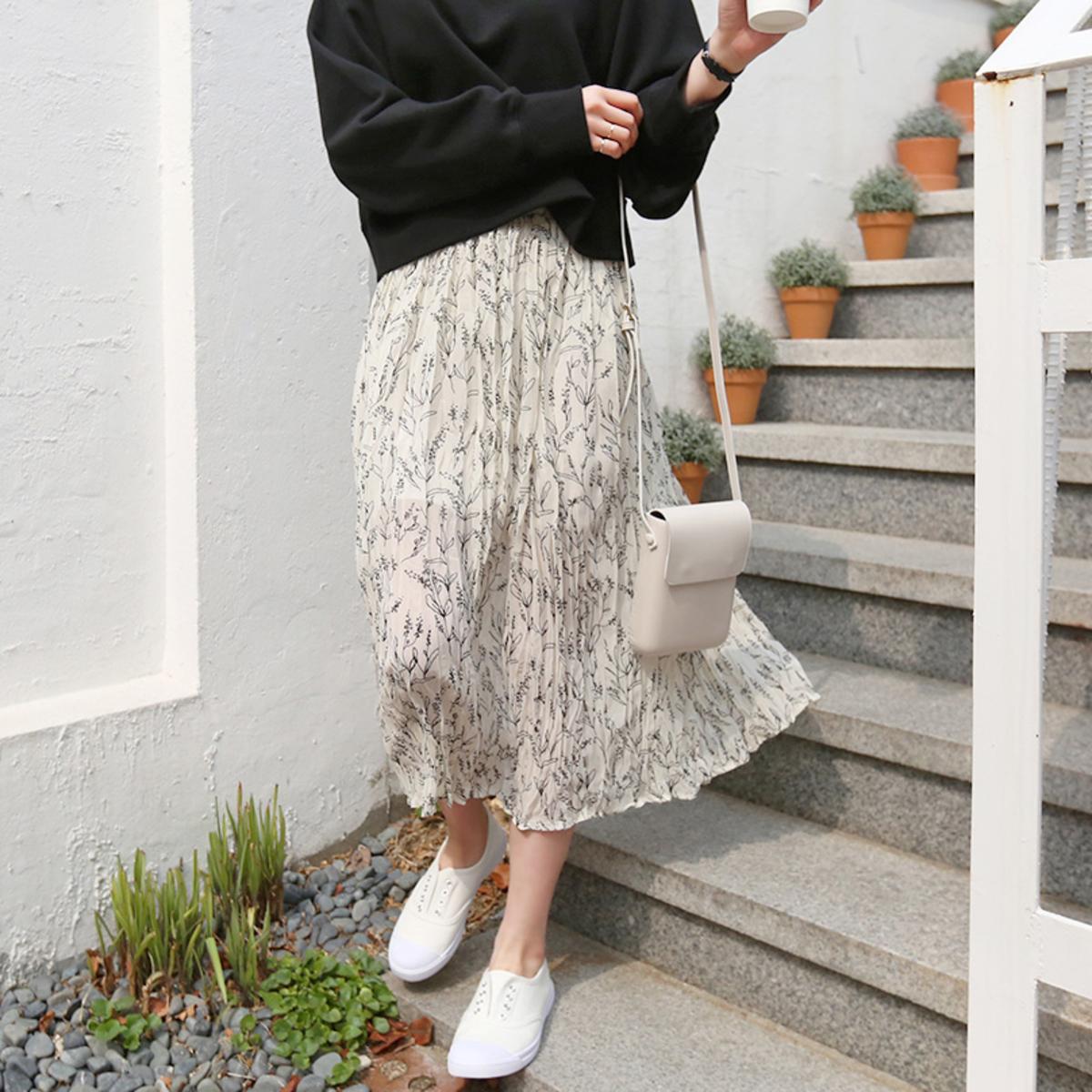 Camembert Flower Wrinkle Skirt