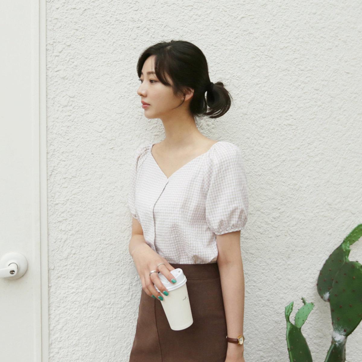 格子V領泡袖襯衫