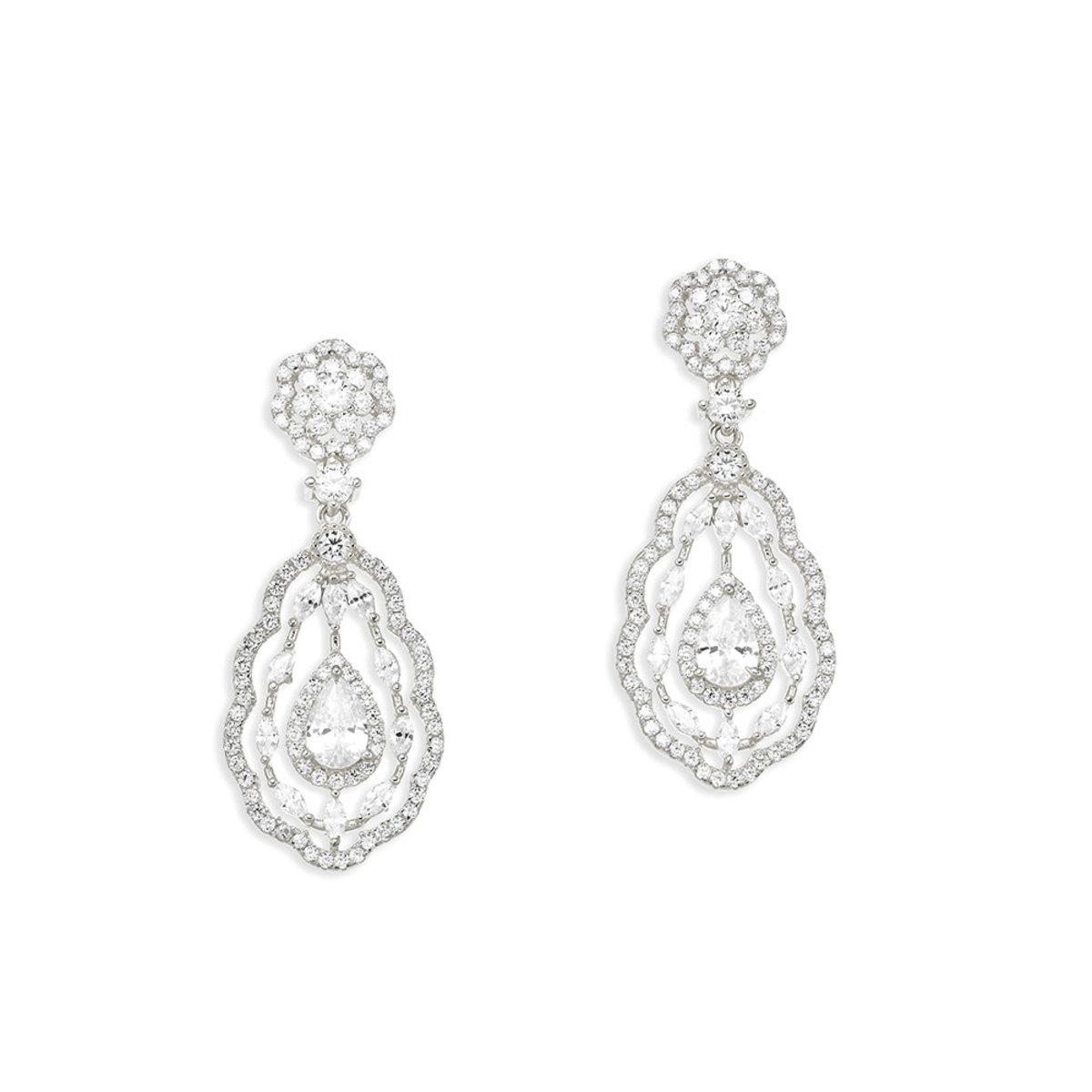 La Belle:925 silver,CZ stone pierced earrings
