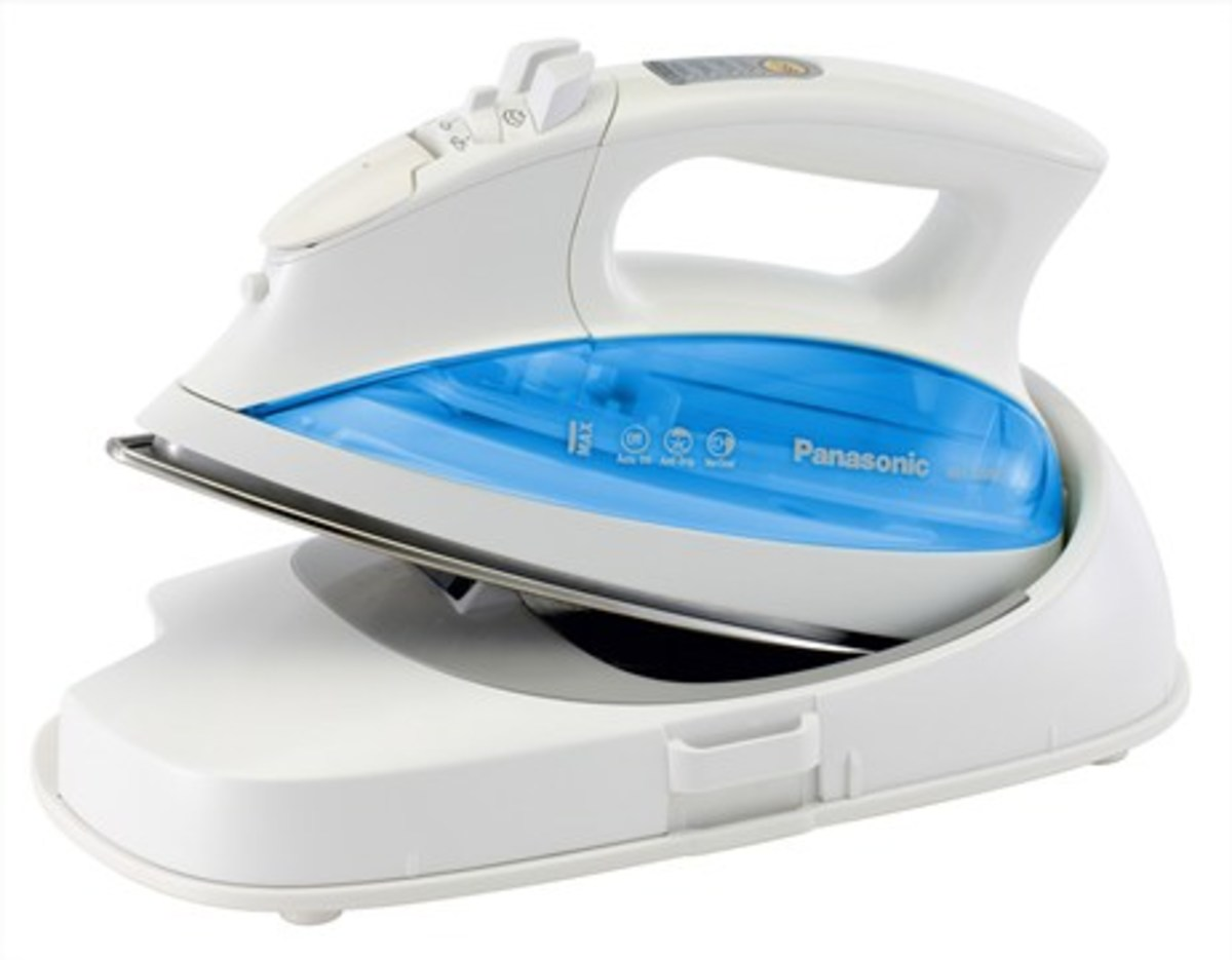 Stainless Steel Soleplate Cordless Steam Iron (2150W) NIL700SS