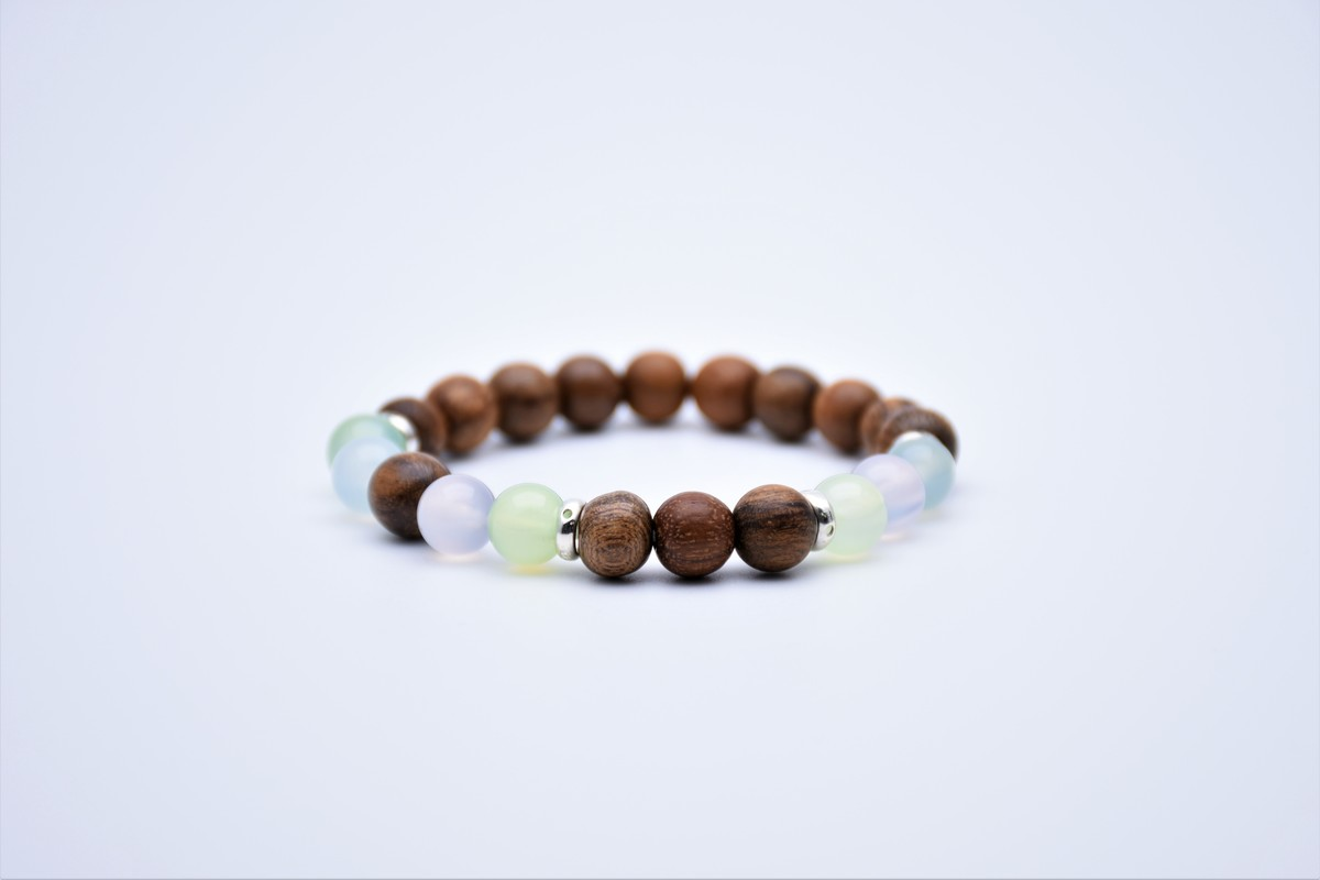 Indonesia Kalimantan Black oil Agarwood with Chalcedony Bracelet