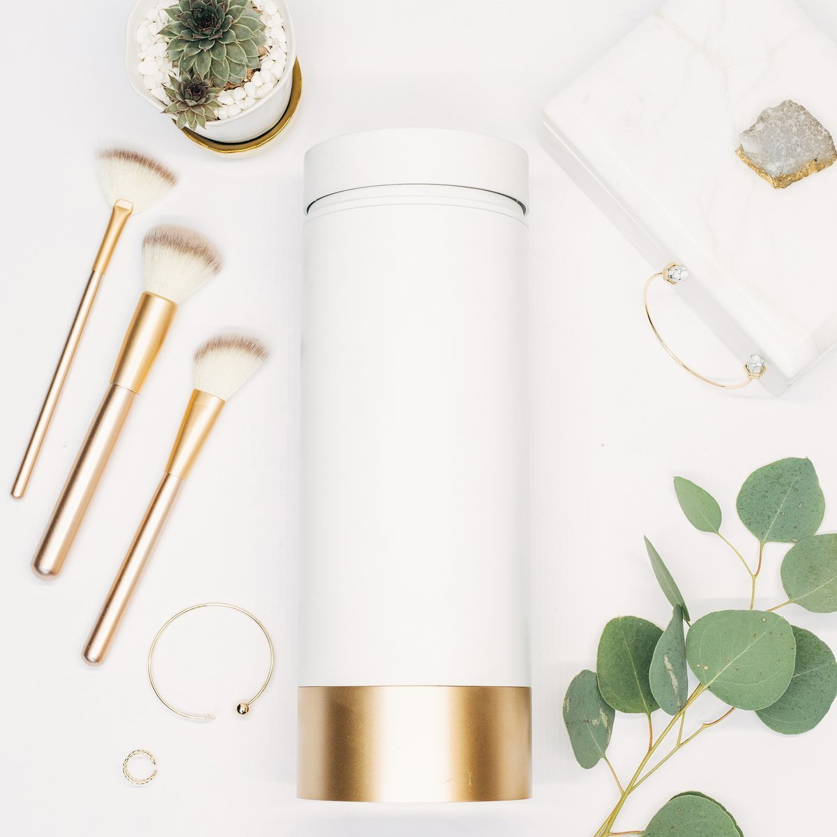 化妝掃消毒機 | Brushean