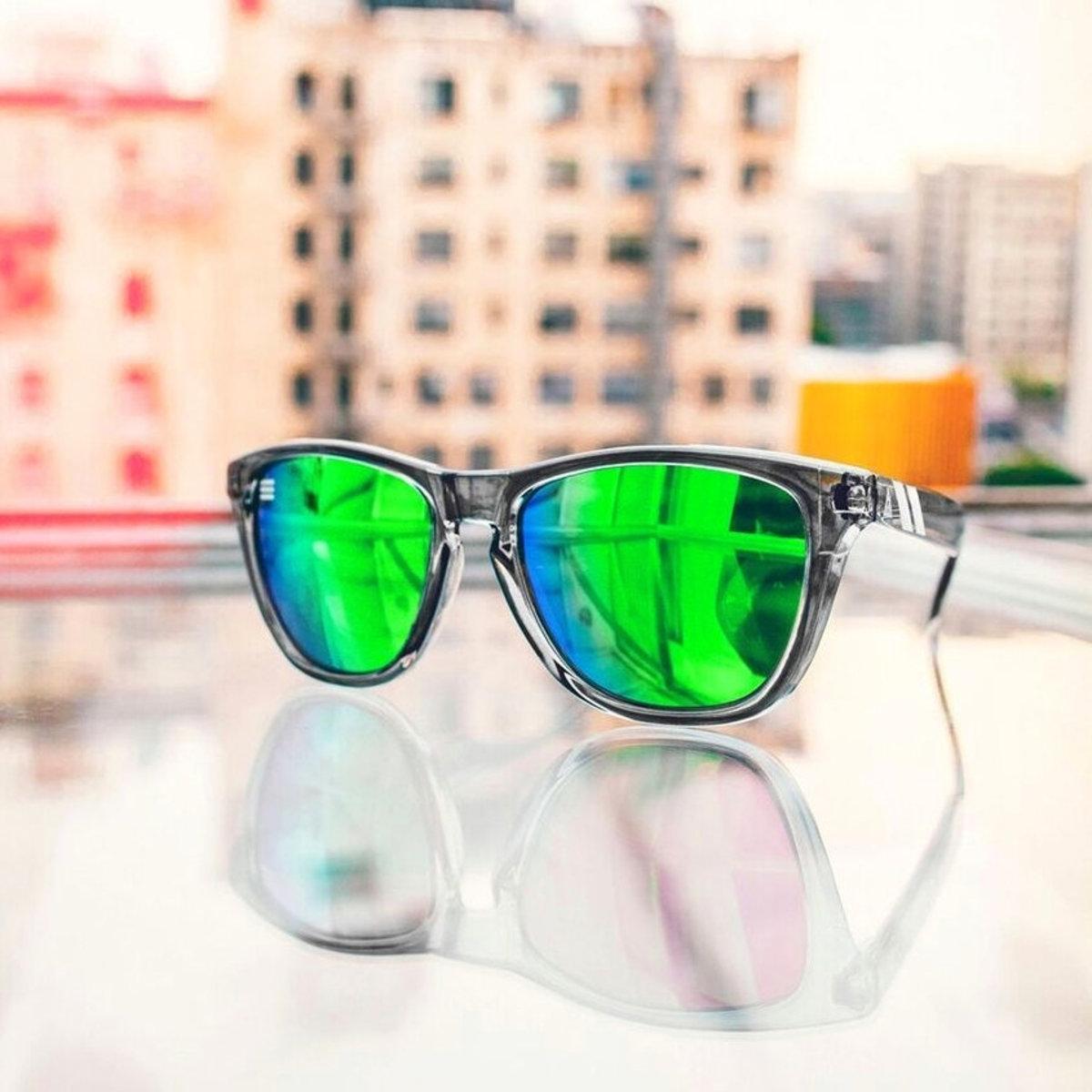 L Series // 灰色半透明鏡框太陽眼鏡