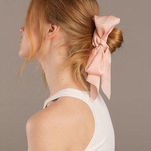 Kitsch 緞面粉紅色蝴蝶結圍巾式髮圈(2pc)