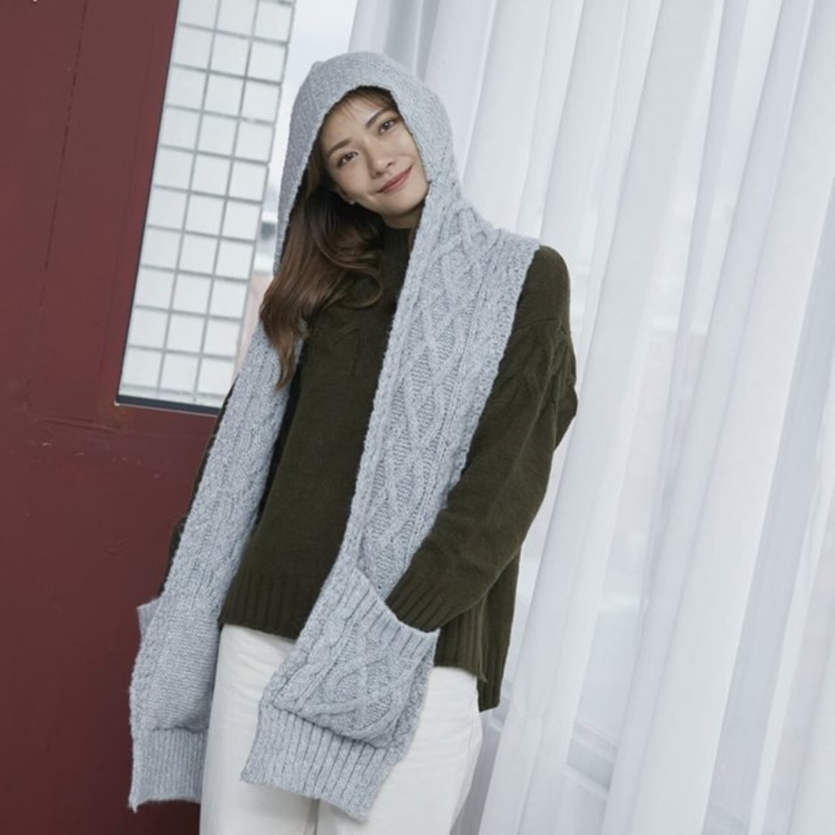 Milly cable knitting cable hat & pocket scarf / Grey