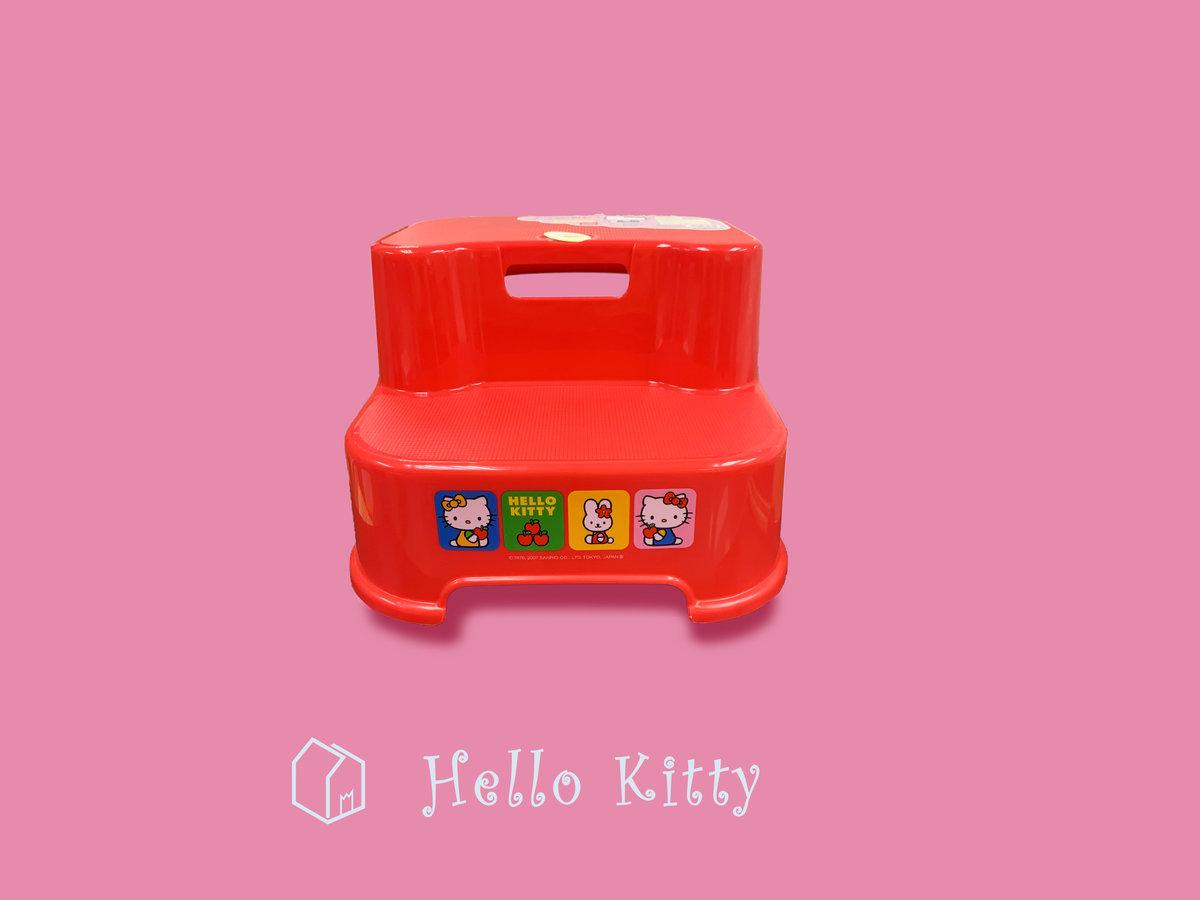 正版 Hello Kitty  兒童用兩段浴室防滑腳踏椅 313 x 347 x 206 mm