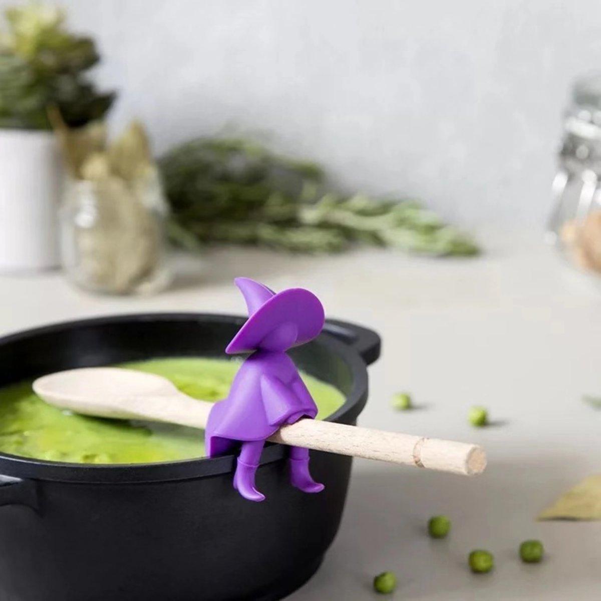 Witch kitchen gadget lid