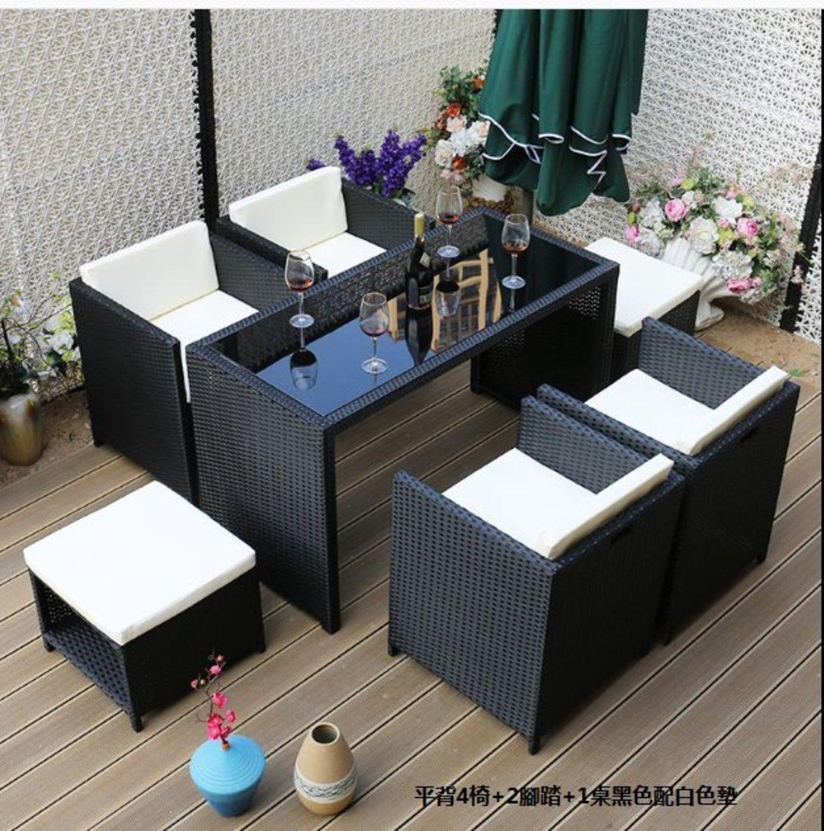 簡約家用收納北歐藤桌椅(平背4椅+2腳踏+1桌黑色配白色墊)