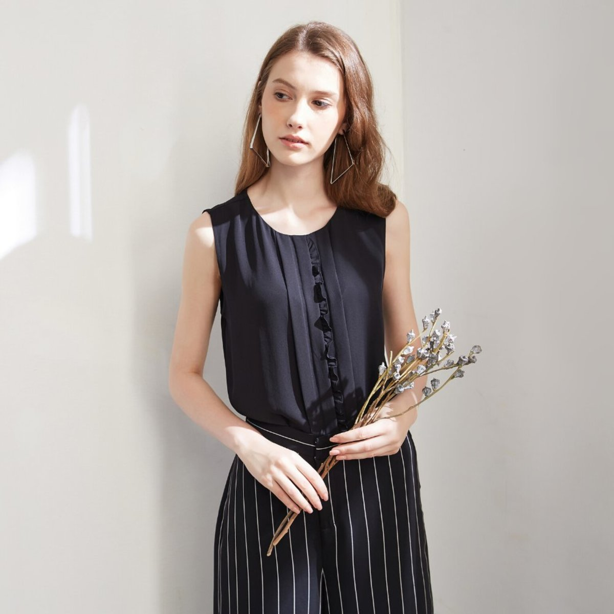 Women's Sleeveless Top with Ruffle Details (Black)