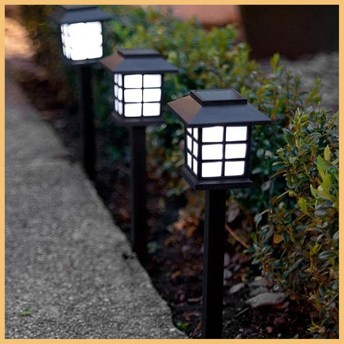 Mini Solar-Powered Japanese Style Garden Lamps