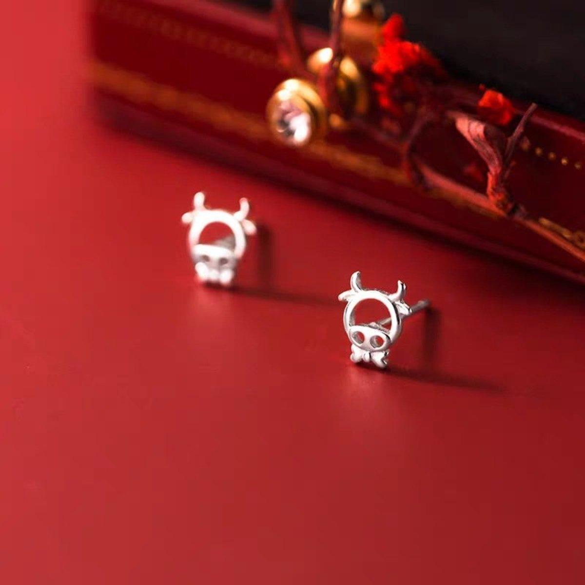 S925純銀日韓簡約防過敏耳釘耳環(十二生肖牛牛)