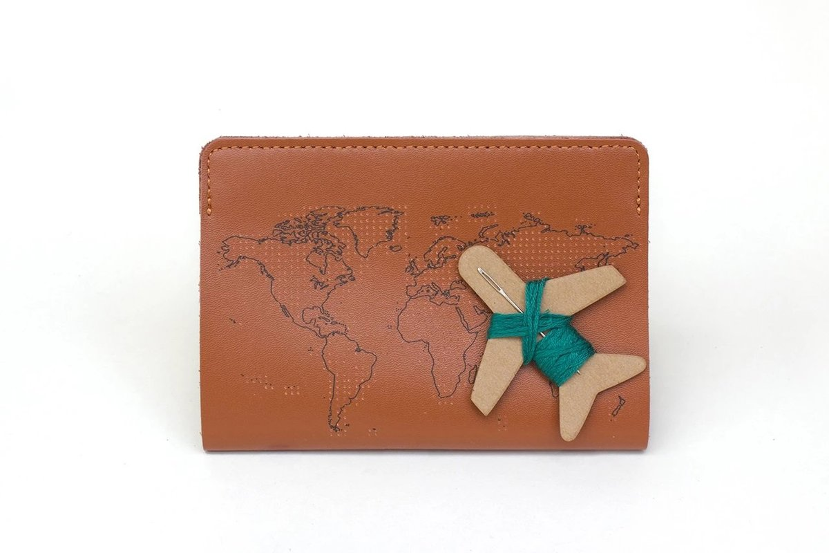 STITCH PASSPORT COVER (BROWN)
