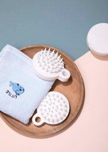 Four Pigs 日本頭皮保健按摩洗頭刷 梳子 頭皮清潔硅膠按摩刷 經絡刷 - 白色 [平行進口]-1個