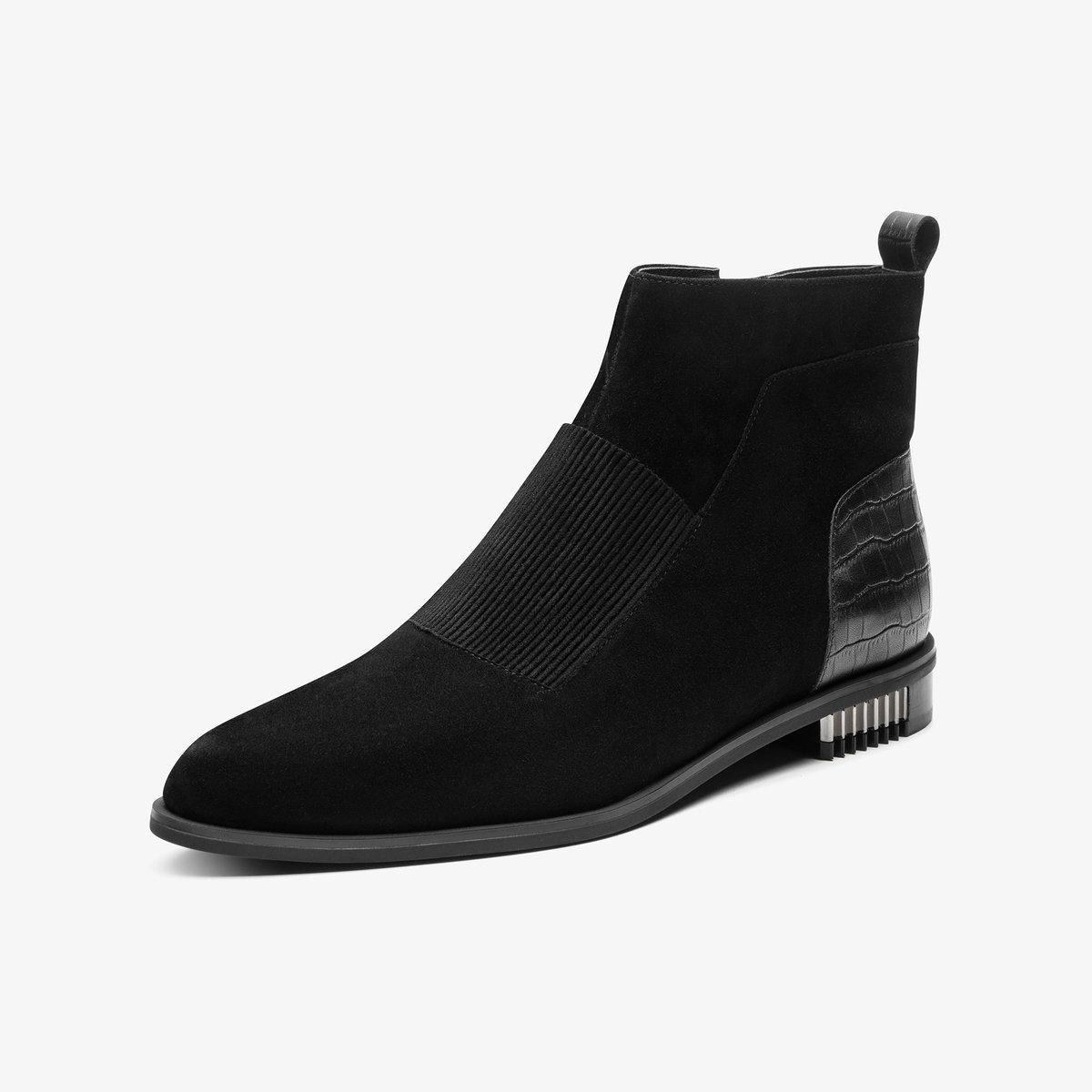Black unisex flat suede boot