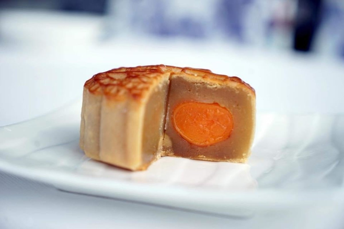 1 Box - White Lotus Seed Paste Mooncakes with 4 Salty Egg Yolks (4 pcs)【Self Pick-up Only】