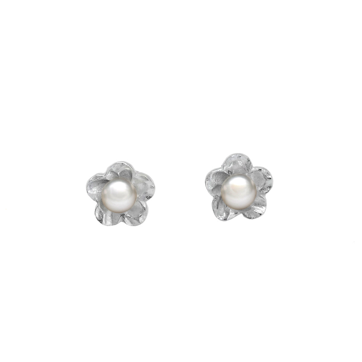 Sakura- 5-6mm Cultured fresh water pearl with sterling silver earring